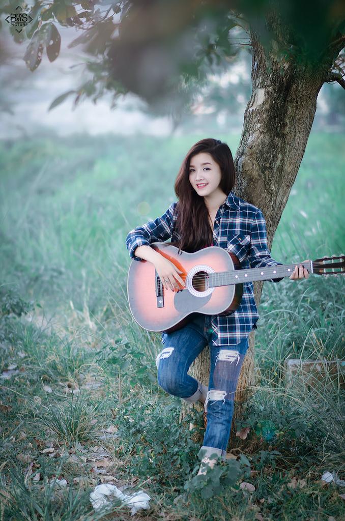 xach guitar len va di (1)