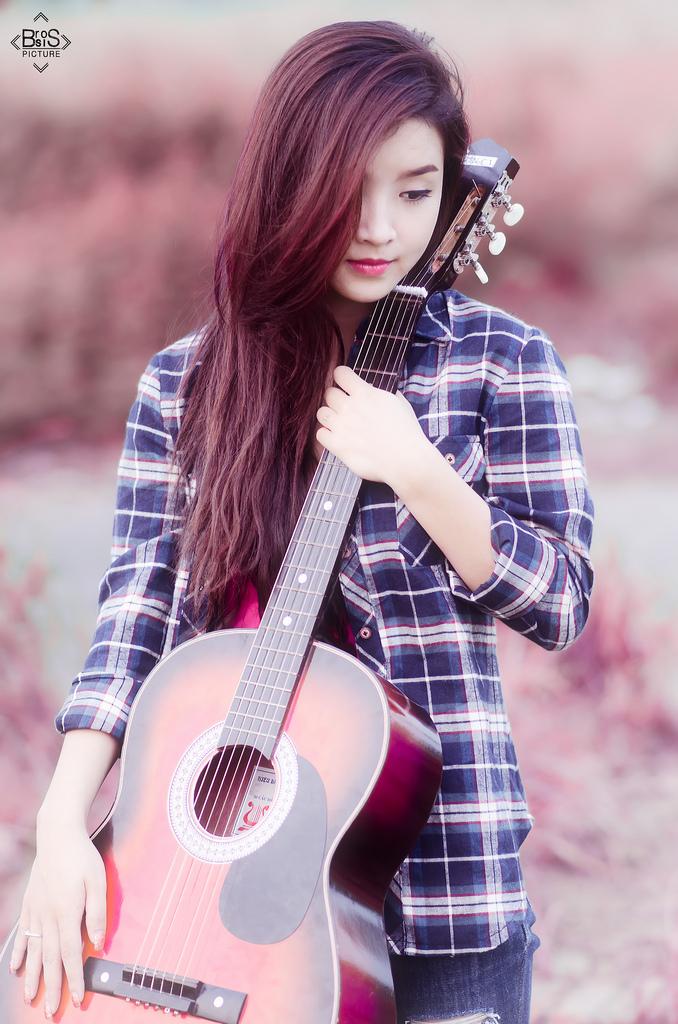 xach guitar len va di (3)